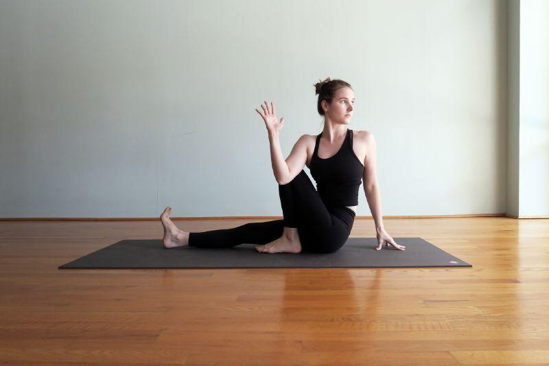 Растягивание корпуса и ноги